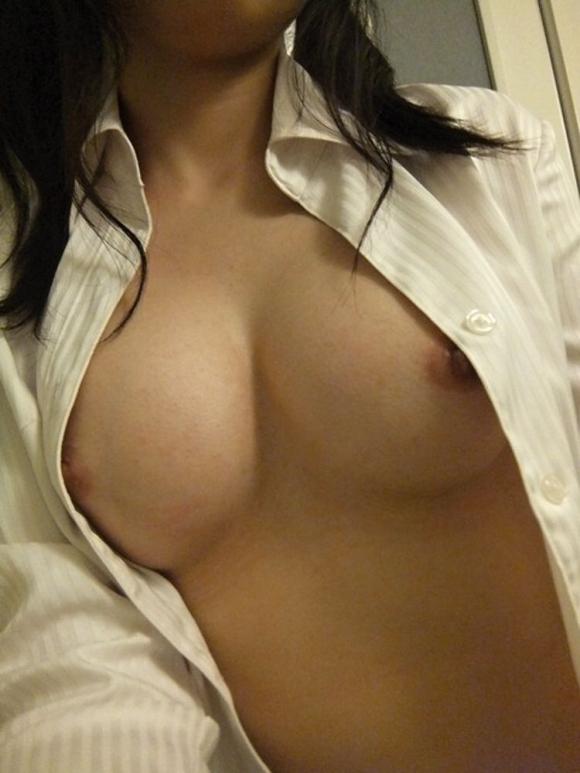 裸Yシャツの女の子がエロすぎて襲っちゃいそうになるwwwwwww【画像30枚】20_20160116044614843.jpg