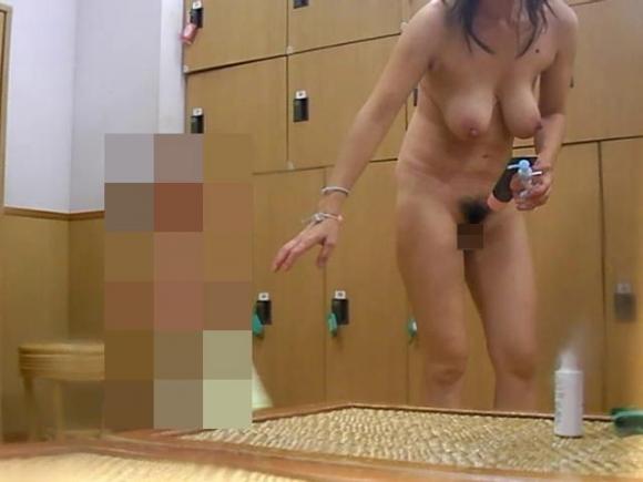 脱衣所に仕掛けられた盗撮カメラで撮られた女の子たちの裸が晒されてるwwwwwww【画像30枚】20_2016021323465672c.jpg