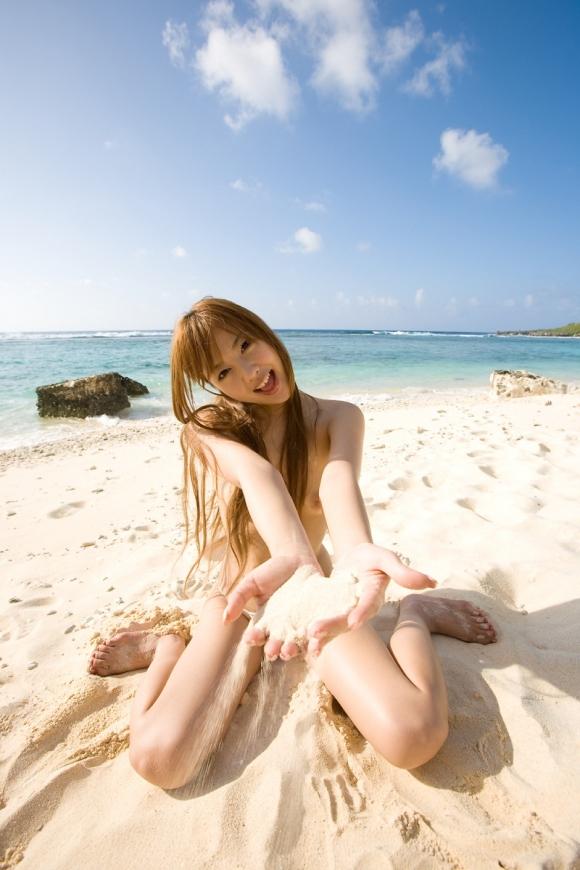 おまんこやおっぱい丸見えOKなヌーディストビーチを誘致したいwww砂浜で裸になってる美女ヌードがエロすぎwwwwwww【画像30枚】20_20160324222722676.jpg