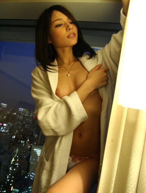 女の子がバスローブ着てるのってエロくね?襲いそうになっちゃうんだけどwwwwwww【画像30枚】20_20160408181051095.jpg