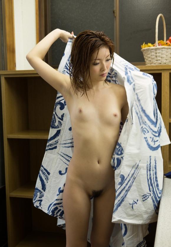 ちょ・・・コレ見てwww温泉旅行の時の彼女の浴衣姿がくっそエロかったからうpするわwwwwwww【画像30枚】20_20160418215531fdd.jpg