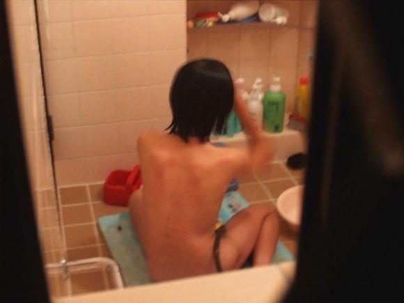 【民家盗撮】入浴中の素人を狙ったお風呂場の盗み撮りに成功したった!【画像30枚】20_201606241438367e8.jpg