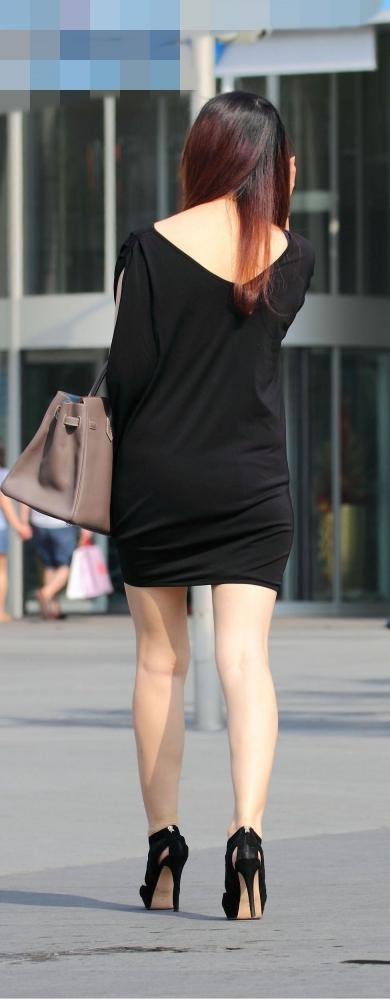 洋服の中では一番のエロさを誇るミニワンピを着てる女の子を街撮り盗撮ぅぅぅぅぅwwwww【画像30枚】21_201512200317558fe.jpg