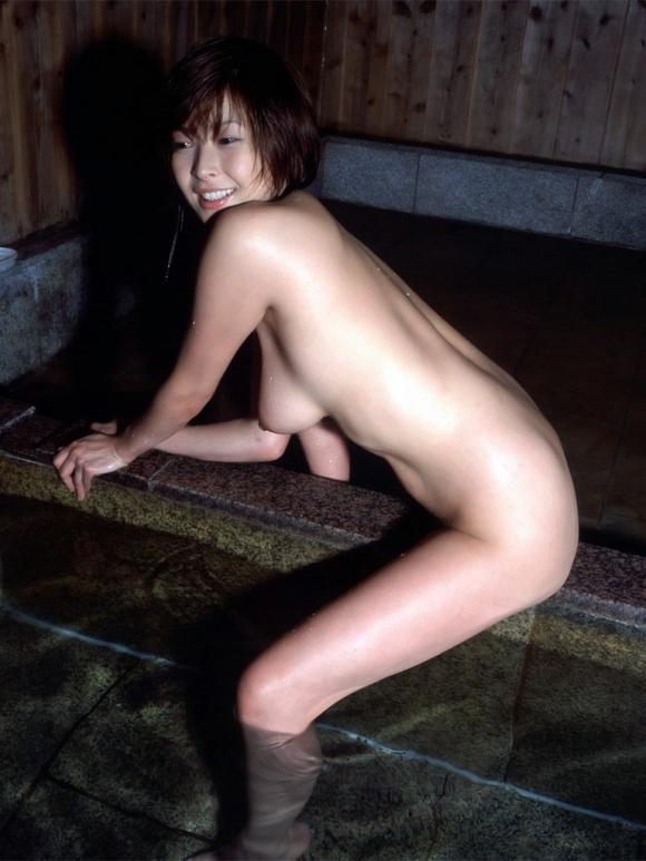 寒いし美女と二人きりで温泉に浸かってゆっくりしたい!www【画像30枚】21_20151227033044188.jpg