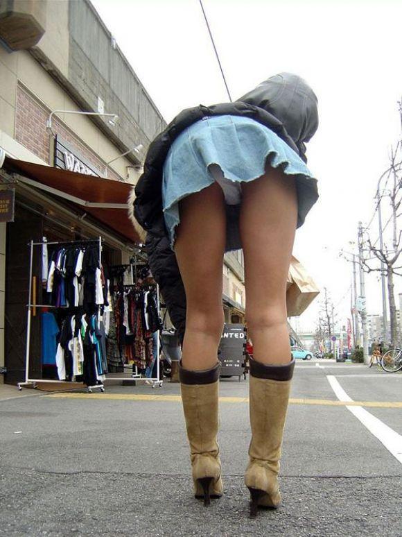 街でミニスカブーツの女の子を見ると無意識にガン見してしまう男の習性wwwwwww【画像30枚】21_2016011401513928c.jpg