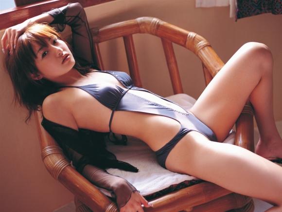 腰のくびれラインがキュっとしてる女の子がセクシーすぎるwwwww【画像30枚】21_20160118235155617.jpg