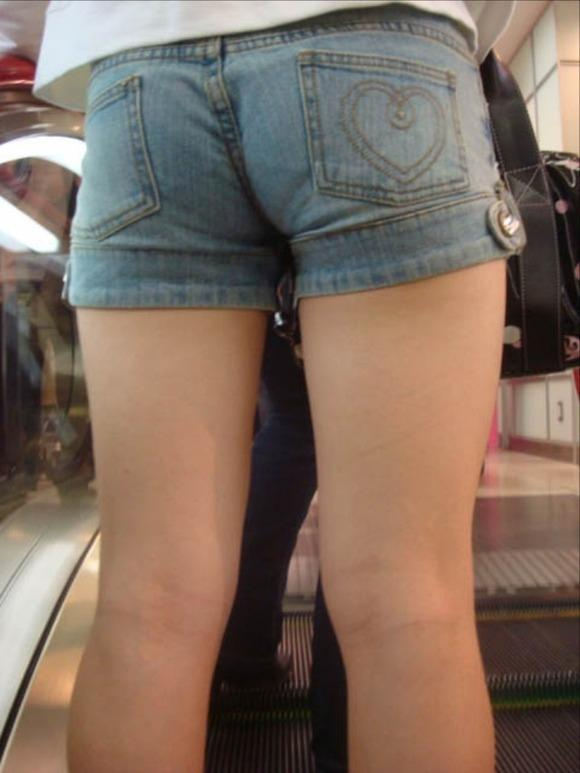 ショーパンから露出してる大腿部がエロすぎwww女の子のムニムニ太ももがたまらんwwwwwww【画像30枚】21_20160217093739d62.jpg