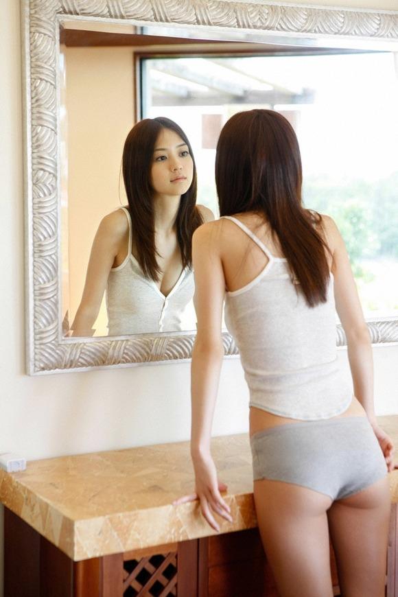 女優としても活躍中の逢沢りなちゃんのセクシーグラビア画像【30枚】21_20160602113531854.jpg