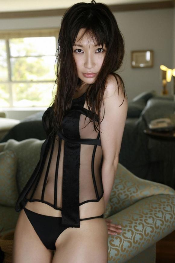 小野真弓ちゃんの癒し系セクシーグラビア【画像30枚】21_20160826130002aa4.jpg