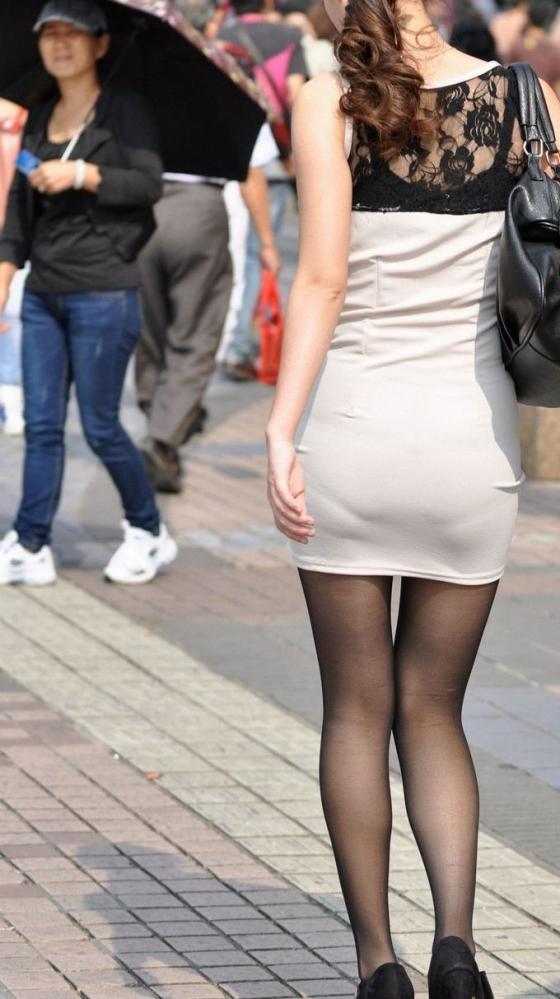 洋服の中では一番のエロさを誇るミニワンピを着てる女の子を街撮り盗撮ぅぅぅぅぅwwwww【画像30枚】22_201512200317568c8.jpg
