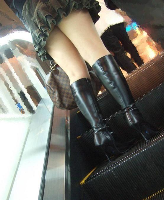 冬限定のミニスカブーツスタイルがエロくてたまらんwwwww【画像30枚】22_201512261301345d1.jpg