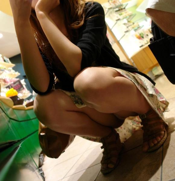 お股が緩すぎてwww下半身ユルユルで惜しげもなくパンチラしちゃう女の子ってwwwwwww【画像30枚】22_20160210211250aed.jpg