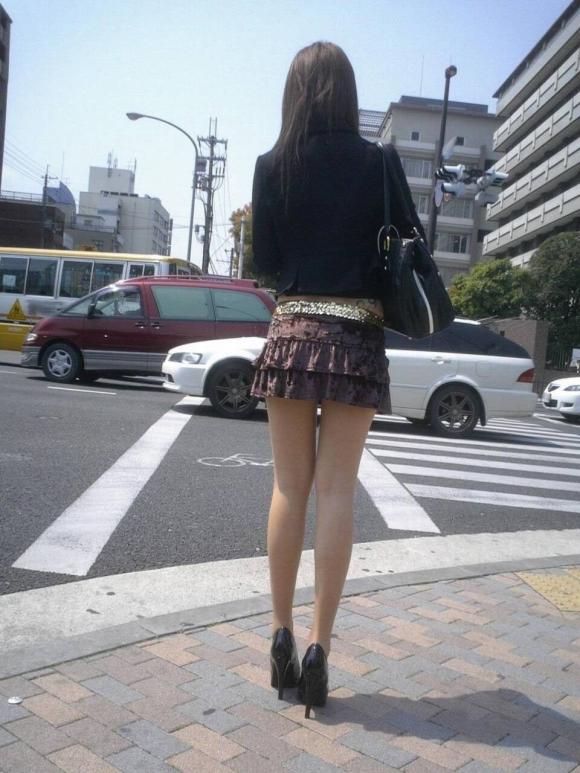 素人が街で曝け出してる生脚がエロすぎるwwwwwww【画像30枚】22_201604052350478d3.jpg