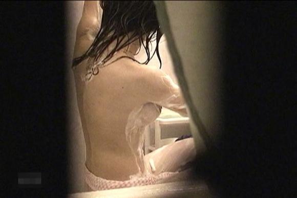 【民家盗撮】入浴中の素人を狙ったお風呂場の盗み撮りに成功したった!【画像30枚】22_2016062414385924c.jpg