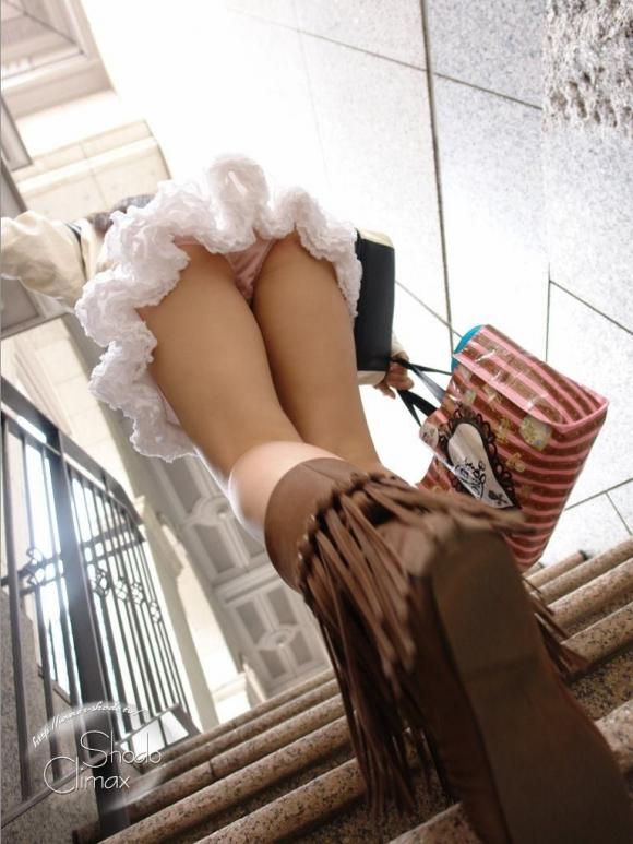 【ローアングル】階段下とかエスカレーター下から撮ったパンチラ画像がやっぱ鉄板だわwwwwwww【画像30枚】22_201608210122419fe.jpg