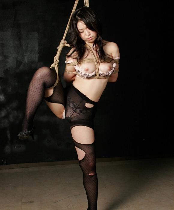 【エロ画像】緊縛拘束されると女は簡単に男の玩具となる件wwwwwww23_20151201151135c5c.jpg