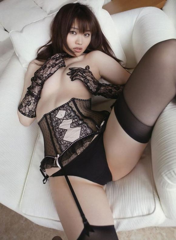 黒下着の女は男を虜にするセクシーオーラが溢れ出してるwwwww【画像30枚】23_201512300239563f1.jpg