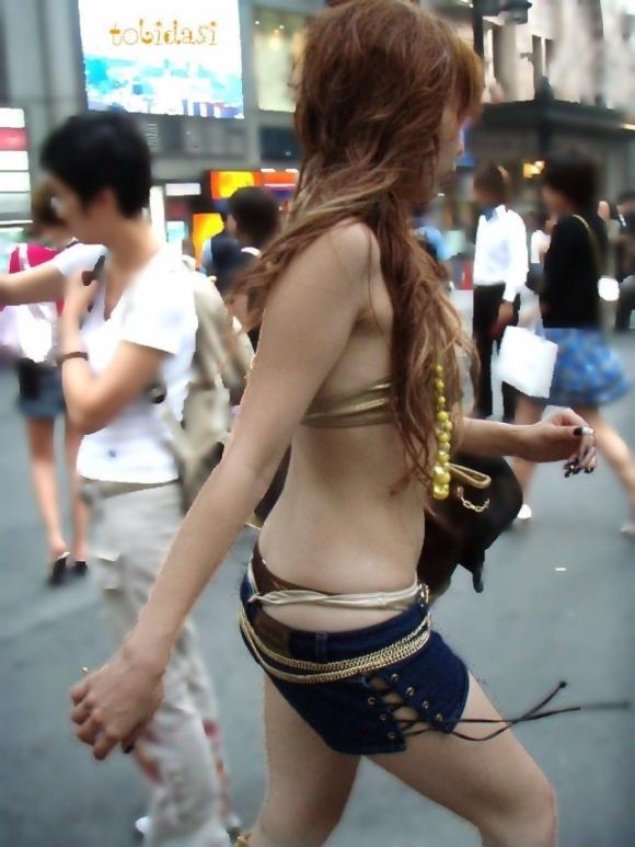 久しぶりに東京行ったら街を歩いてる女の子がくっそエロい服装で歩いててビビったwwwwwww【画像30枚】23_201602102051143e3.jpg