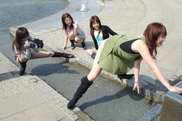女友達で集まるとふざけて悪ノリエロ写真を撮っちゃう素人女子の悲しい習性wwwwwwwwwww【画像30枚】23_20160401153607872.jpg