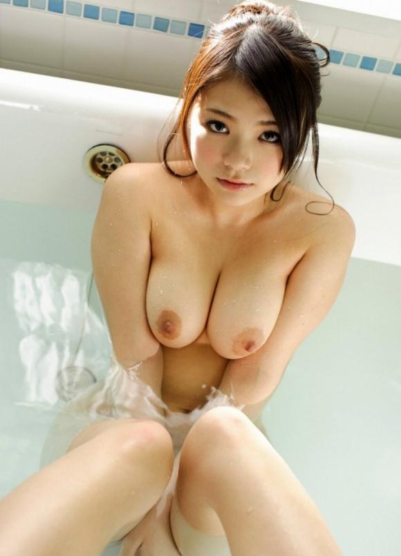 【エロ画像】自らおっぱいを寄せてだっちゅーのポーズで自慢のおっぱいを強調する女の子がコチラですwwwww24_20151121042346113.jpg