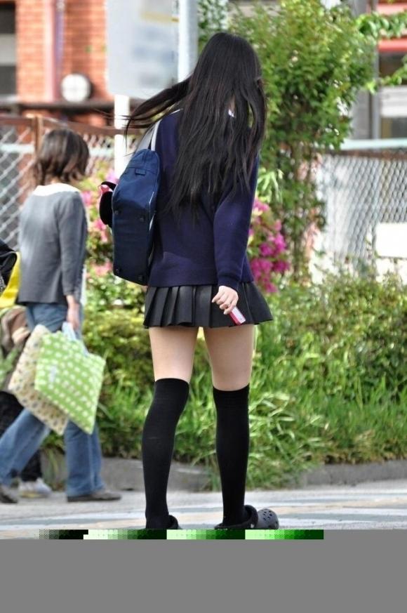 【エロ画像】揉み吸い付きたい魅力的なJK制服ふともも画像30枚24_201512111340511de.jpg