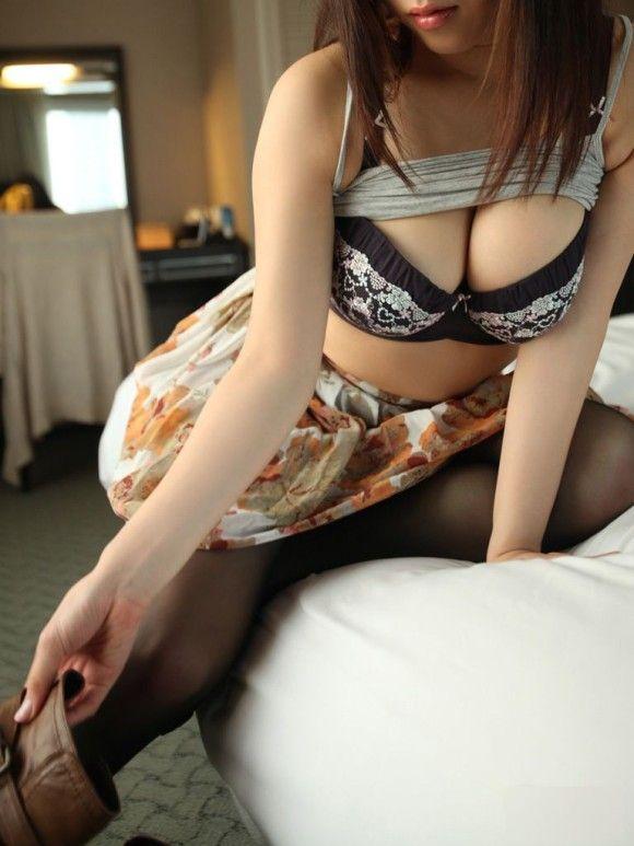 【エロ画像】みんな大好き巨乳のくっきりY字谷間画像30枚24_201512121753489e5.jpg