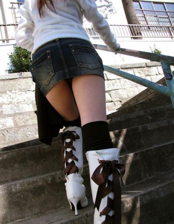街でミニスカブーツの女の子を見ると無意識にガン見してしまう男の習性wwwwwww【画像30枚】24_20160114015144aaf.jpg