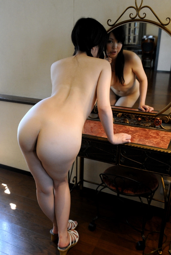 鏡の反射テクニックを巧妙に用いたら女の子のエロさが2倍になったwwwwwww【画像30枚】24_20160205212958025.jpg