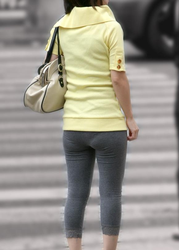 外なのにこんなパンツ透け透け公然猥褻な服装が許されるなんて・・・・・wwwwwww【画像30枚】24_20160225203132c1e.jpg