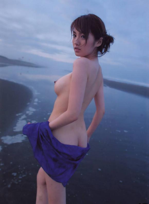 おまんこやおっぱい丸見えOKなヌーディストビーチを誘致したいwww砂浜で裸になってる美女ヌードがエロすぎwwwwwww【画像30枚】24_2016032422281176e.jpg