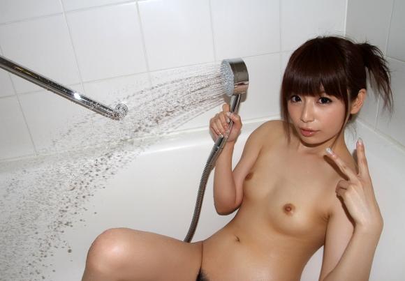 かわいい女の子がシャワー浴びてるのってなんかエロくね?wwwwwww【画像30枚】24_20160515095459fbb.jpg