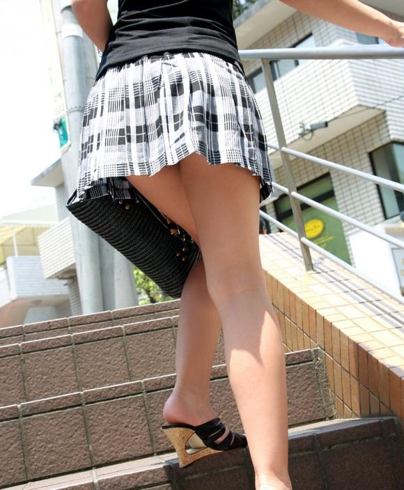 【街撮り】ナンテコッタイwwwパンツ見えそうな服装で外出してる素人が多すぎるwwwwwww【画像30枚】24_201605192215317ac.jpg