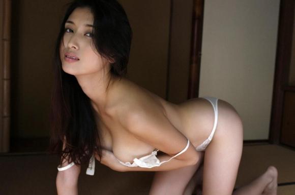 橋本マナミちゃんのフェロモンがプンプン伝わってくるセクシーグラビア画像【30枚】25_20151223031937c65.jpg