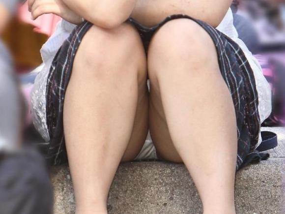 お股が緩すぎてwww下半身ユルユルで惜しげもなくパンチラしちゃう女の子ってwwwwwww【画像30枚】25_201602102112547c6.jpg