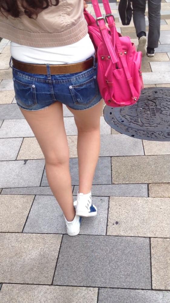 ショーパンから露出してる大腿部がエロすぎwww女の子のムニムニ太ももがたまらんwwwwwww【画像30枚】25_201602170937460d6.jpg