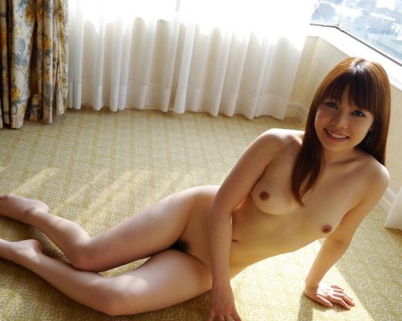 細身好きにはたまらんwww芸術性を感じる華奢な女の子の全裸ヌードwwwwwww【画像30枚】25_2016032222563520e.jpg