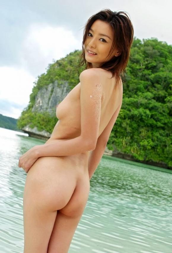 おまんこやおっぱい丸見えOKなヌーディストビーチを誘致したいwww砂浜で裸になってる美女ヌードがエロすぎwwwwwww【画像30枚】25_20160324222814967.jpg