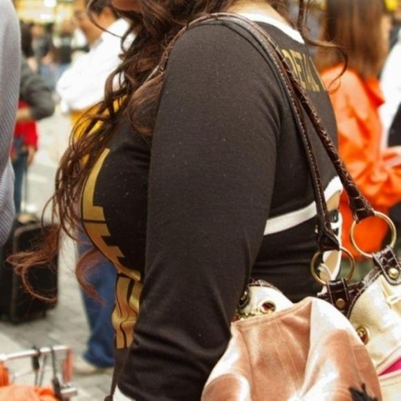 おっぱいに一目惚れしそうな破壊力バツグンな着衣巨乳を街で撮ったから貼ってくわwwwwwww【画像30枚】25_20160401160135969.jpg