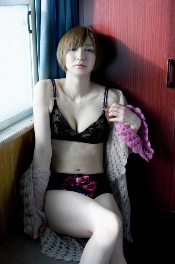 芹那ちゃんのガチ脱ぎ手ブラ画像がセクシーすぎる!【画像30枚】25_201608261227586db.jpg