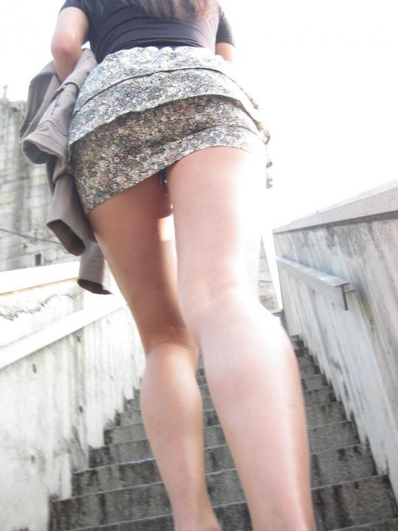 【街撮り】ナンテコッタイwwwパンツ見えそうな服装で外出してる素人が多すぎるwwwwwww【画像30枚】26_20160519221551bb4.jpg
