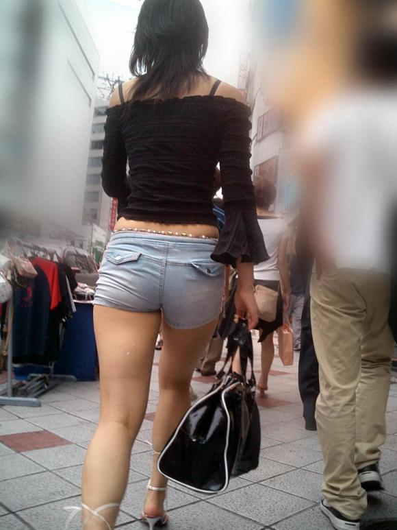 【ホットパンツ】尻肉や太ももが一層エロく見える最高のファッションwwwww【画像30枚】26_2016070418533819b.jpg