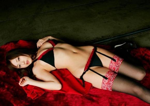 【くびれ】腰のカーブラインが妙にソソるwww女の子のエロエロボディにメロメロwwwwwww【画像30枚】26_20160724235133aed.jpg