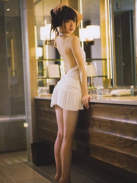 乃木坂46の白石麻衣ちゃんが紅白歌合戦初出場を記念して半ケツを披露してるwwwww27_20151128000157cd0.jpg