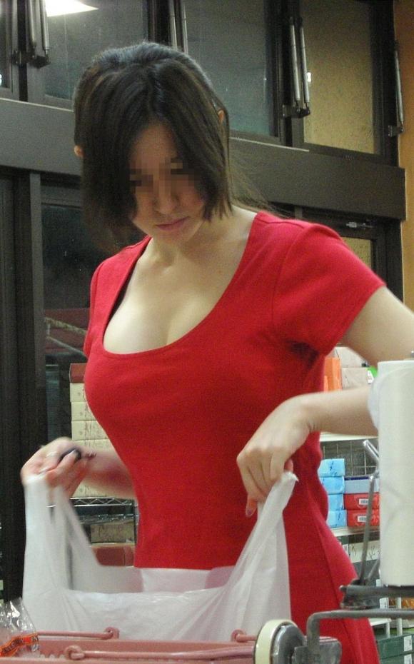 街で見かけたら視姦してしまうwww巨乳感満載の着衣おっぱいwwwwwww【画像30枚】27_201512241520088a6.jpg