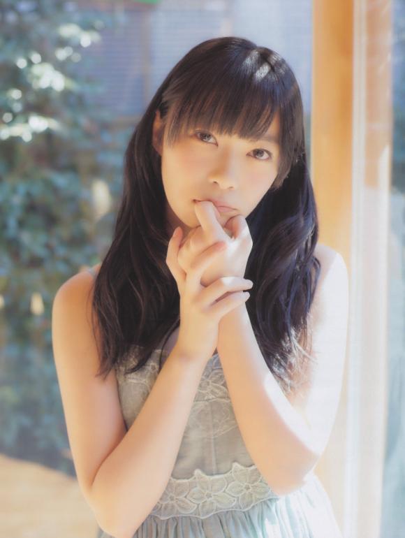 HKT48(AKB48)さっしーこと指原莉乃ちゃんのちっぱいプリケツ美脚の良さを確認できるグラビア画像【30枚】27_201601020407050a2.jpg