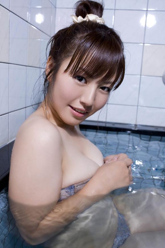 磯山さやかちゃんのムッチリ巨乳グラビア画像【30枚】27_20160107034815055.jpg