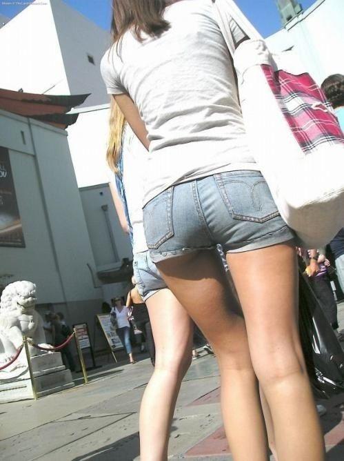 街を行くホッパン女子のおしりが頭から離れなくなる盗撮エロ画像【30枚】27_201602051931226fd.jpg