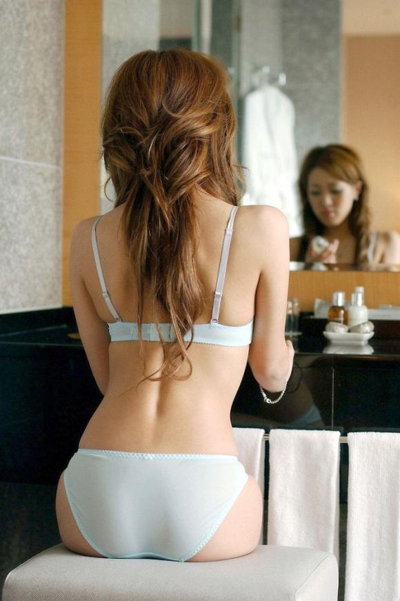 鏡の反射テクニックを巧妙に用いたら女の子のエロさが2倍になったwwwwwww【画像30枚】27_20160205213011055.jpg