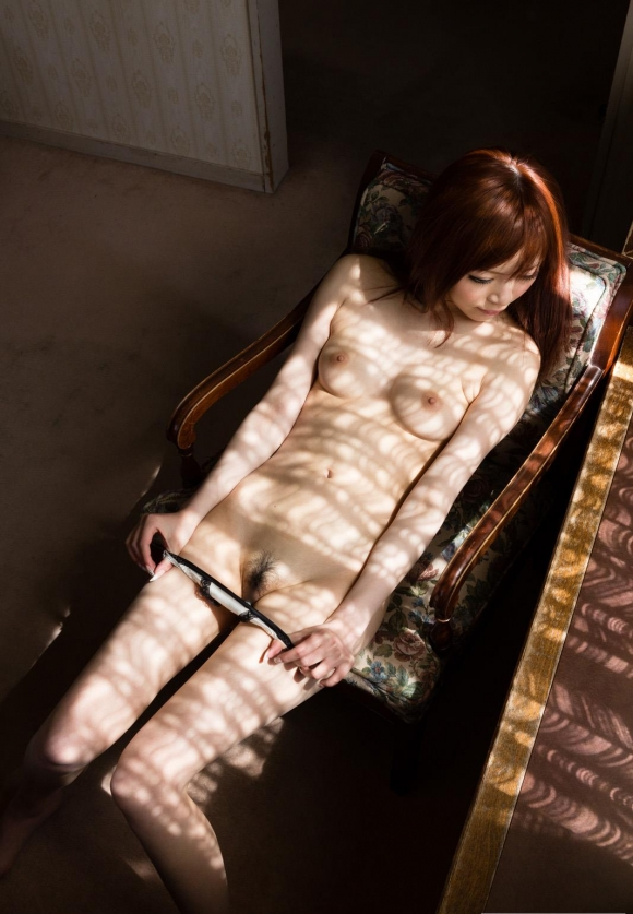 女の子がパンティを脱ぐというエロい行為wwwwwww【画像30枚】27_20160411213553bf6.jpg