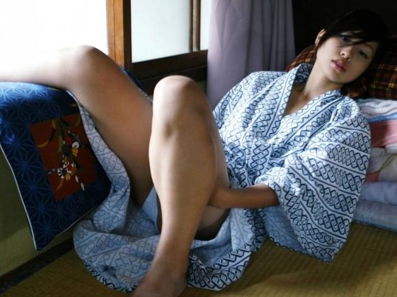 ちょ・・・コレ見てwww温泉旅行の時の彼女の浴衣姿がくっそエロかったからうpするわwwwwwww【画像30枚】27_20160418215803a95.jpg